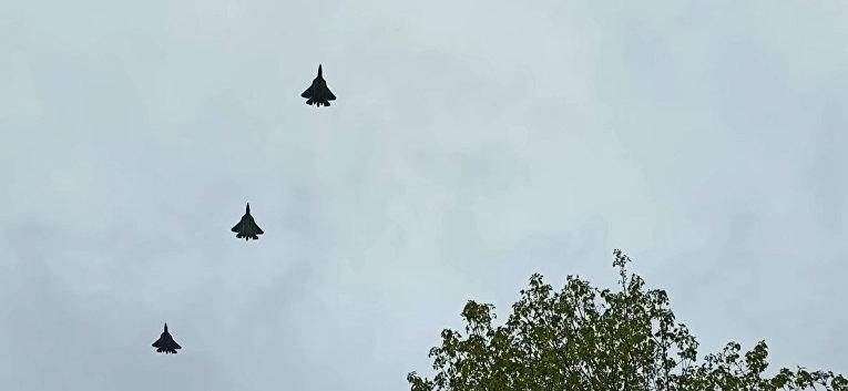 Sound of four Su-57