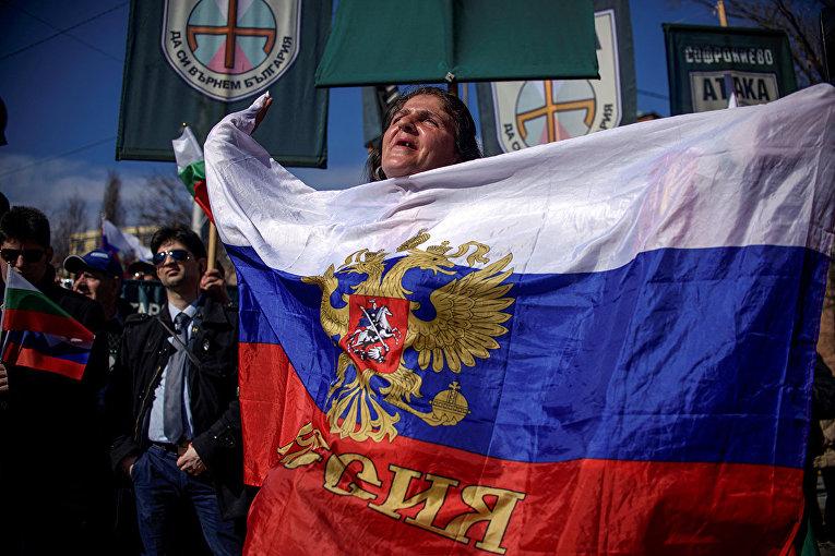 Участники митинга в центре Софии, Болгария