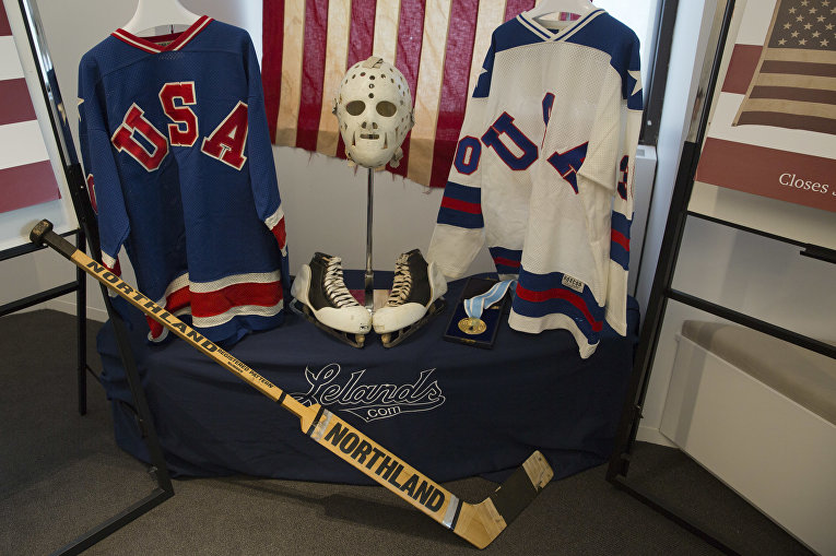 Вещи вратаря Джима Крейга, члена команды США, обыгравшей советских хоккеистов в Лейк-Плейсиде в 1980 году. Это событие называют Чудом на льду