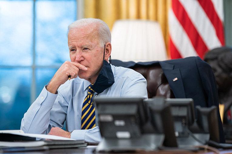 Президент США Джо Байден в Овальном кабинете