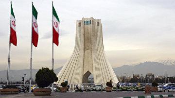 Башня Азади, построенная на одноименной площади в Тегеране