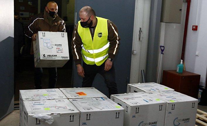 В Тбилиси доставили первую партию вакцины Pfizer