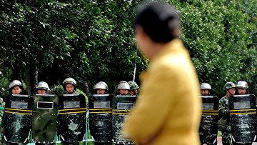 Полицейское оцепление в Урумчи, столице Синьцзян-Уйгурского автономного района
