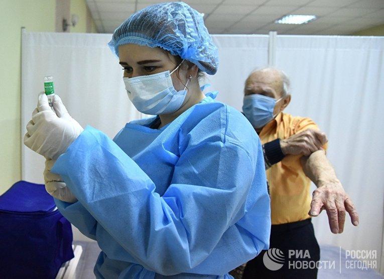 Второй этап вакцинации от коронавируса на Украине