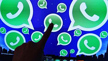 Логотип мессенджера WhatsApp на экране компьютера