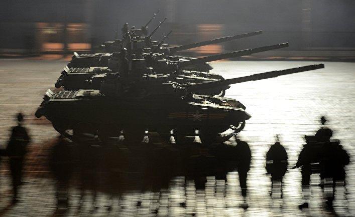 Танки Т-90А во время репетиции военного парада в Москве