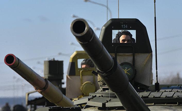 Военнослужащий в танке Т-72Б