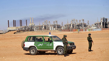 Аржирские военные на газовом заводе в Айн-Аменасе
