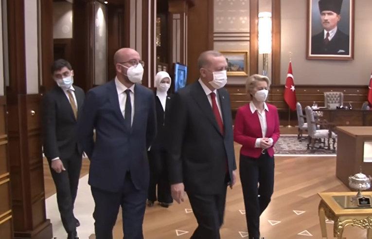 """Урсула фон дер Ляйен отошла на второй план: """"Дипломатическое фиаско"""" во время поездки в Турцию"""