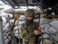 Военнослужащий вооруженных сил Украины в районе города Золотое Луганской области