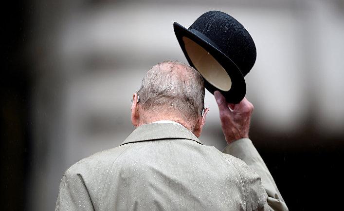 Принц Филипп принимает участие в параде на площади Букингемского дворца в Лондоне