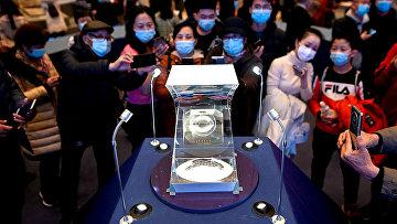 Лунный грунт, собранный китайской автоматической межпланетной станцией «Чанъэ-5» в Национальном музее Китая в Пекине