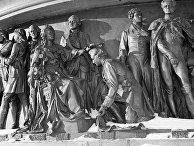 Фрагмент цоколя памятника 1000-летию Руси в Новгороде