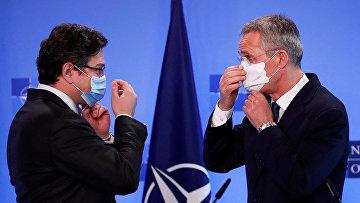 Генеральный секретарь НАТО Йенс Столтенберг и министр иностранных дел Украины Дмитрий Кулеба