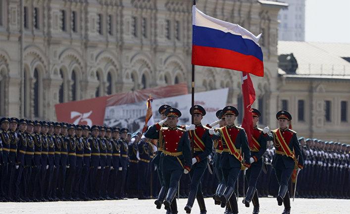 Знаменная группа во время военного парада в ознаменование 75-летия Победы в Великой Отечественной войне