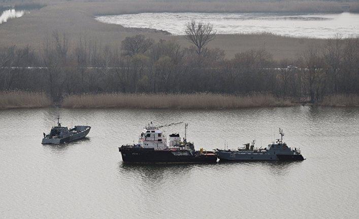 Корабли Каспийской флотилии во время межфлотского перехода из Каспийского в Черное море