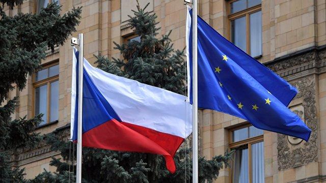 Seznam zprávy (Чехия): Восток или Запад Чешско-российский кризис не черно-белый. Чехи разделились