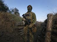 Солдат украинских вооруженных сил неподалеку от Луганска, Украина