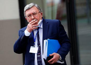 Михаил Ульянов на переговорах в Вене, Австрия