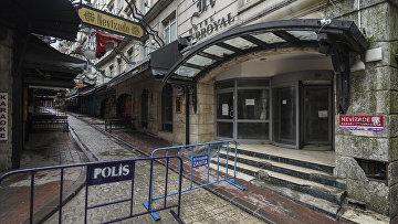 Огороженная и пустая в Стамбуле