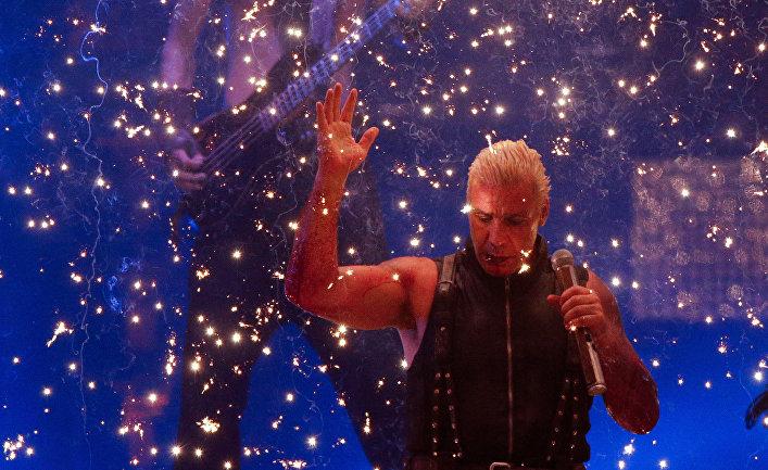 Тилль Линдеманн на концерте Rammstein