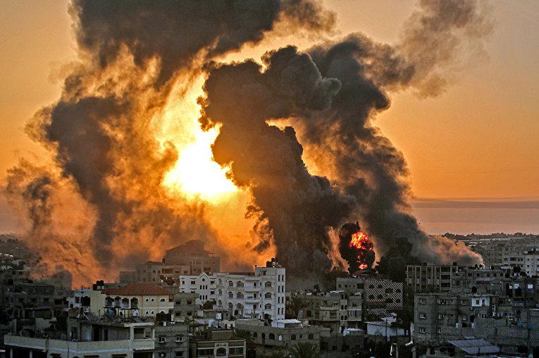 Последствия авиаударов по городу Хан-Юнис в секторе Газа