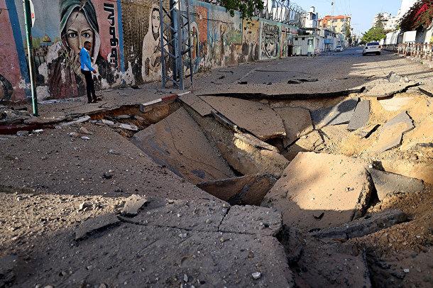 Последствия авиаударов в городе Газа