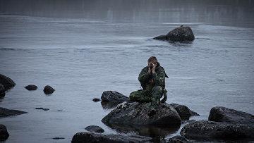 Солдат шведских вооруженных сил вовремя совместных сНАТО учений «Единый трезубец»