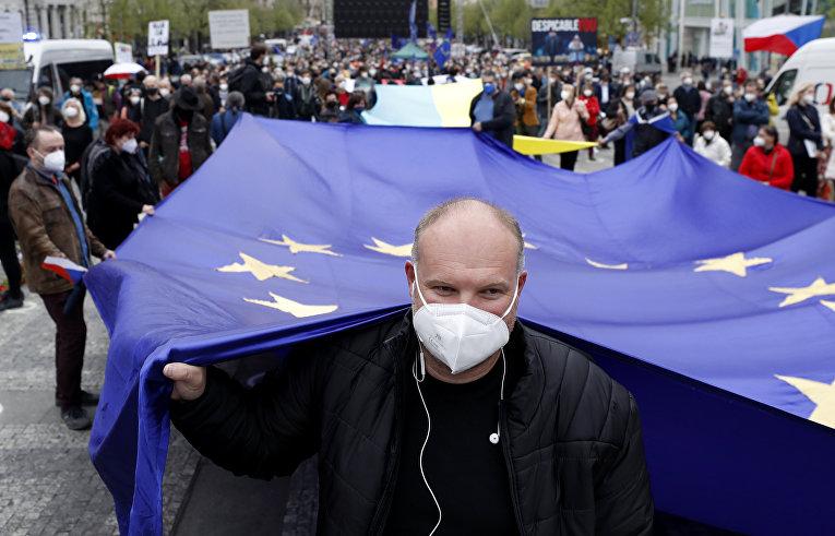 Протесты в Праге в связи с предполагаемым российским следом во взрыве в Врбетице