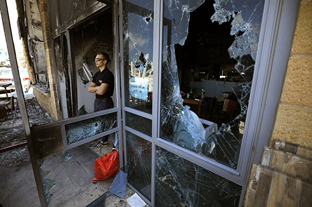 Ресторан, поврежденный в разультате столкновений между арабами и евреями в городе Акко, Израиль