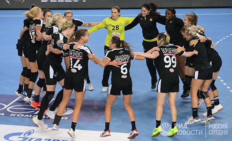 Игроки команды «Ростов-Дон» радуются победе