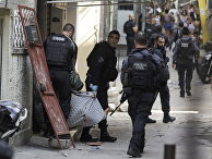 Полицейские во время операции против наркоторговцев в Рио-де-Жанейро
