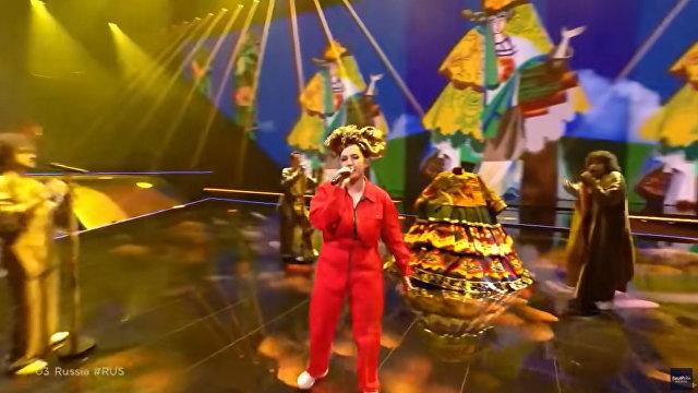 Зрители Евровидения в смущении от российского выступления: Что прячется в этом платье (Daily Express, Великобритания)