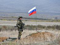 Российский миротворец у контрольно-пропускного пункта недалеко от Аскерана