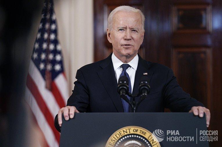 Президент США Джо Байден выступает в Белом доме