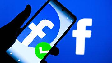 Приложение социальной сети Facebook в мобильном телефоне