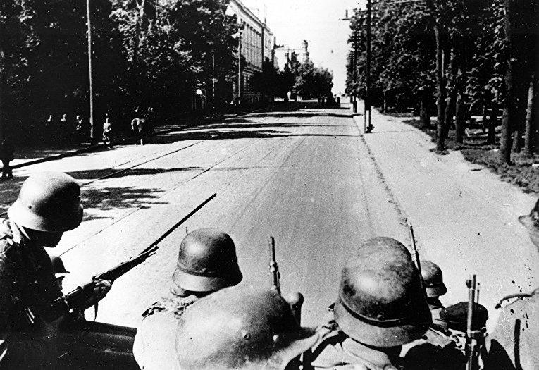 Немецкие солдаты в Киеве во время нацистской оккупации. 21 сентября 1941 года