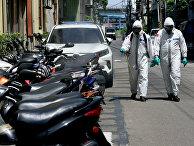 Дезинфекция улицы после всплеска COVID-19 в городе Тайбэй, Тайвань