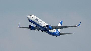 """Самолет Boeing 737-800 белорусской авиакомпании """"Белавиа"""" в подмосковном аэропорту Домодедово"""