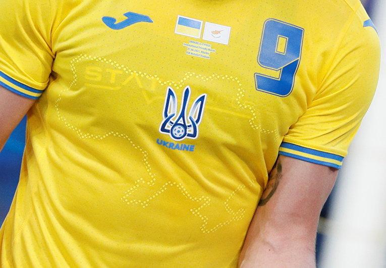 Дизайн футболки сборной Украины по футболу во время международного товарищеского матча против Кипра в Харькове, Украина