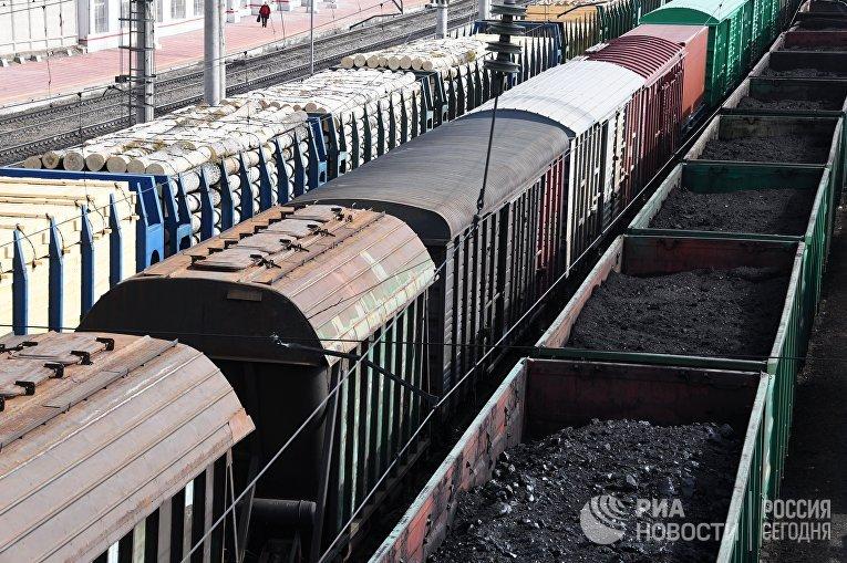 """Товарные поезда с углем на узловой станции """"Борзя"""""""