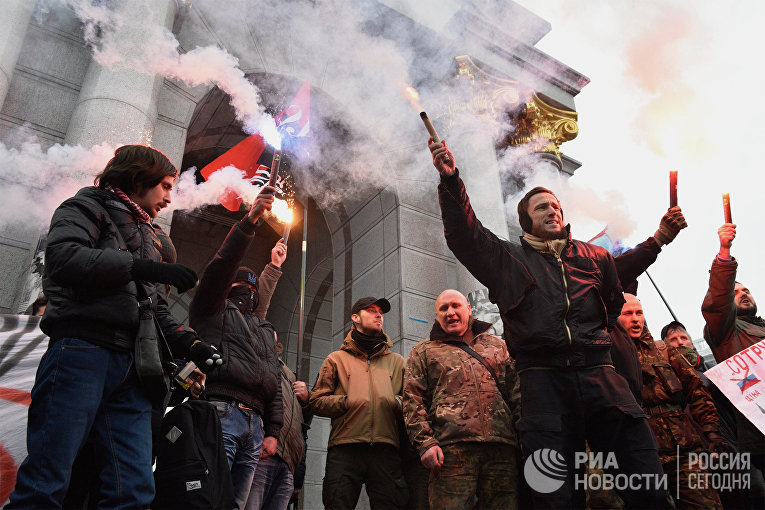 Участники антироссийской акции радикалов в Киеве