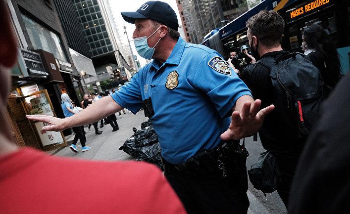 Сотрудник полиции в Нью-Йорке