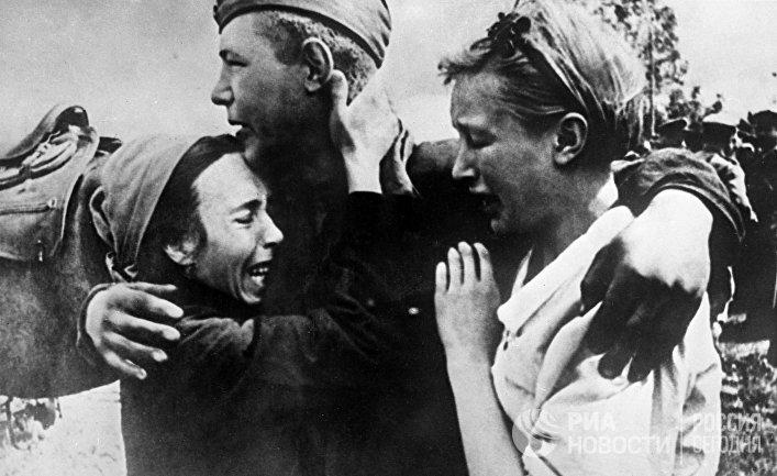 Рядовой Широбоков встретил своих сестер, спасшихся от смерти
