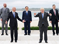 Лидеры стран G7 позируют для фотографии во время саммита