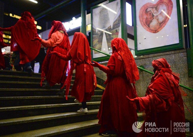 Демонстрации против ужесточения законодательства об абортах в Варшаве