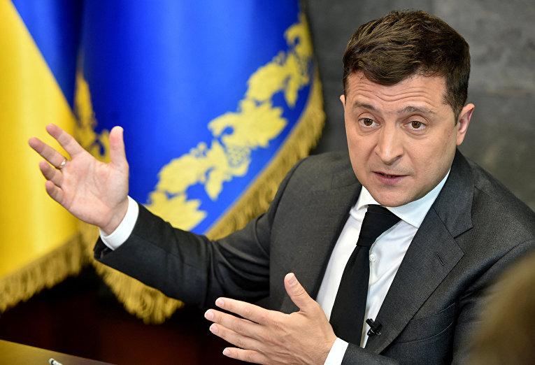 Президент Украины Владимир Зеленский беседует с журналистами в Киеве