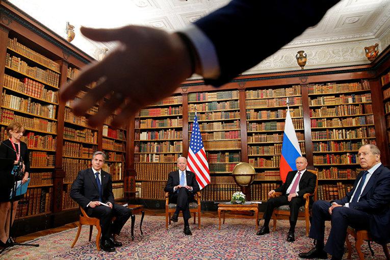Президент США Джо Байден, госсекретарь США Энтони Блинкен, президент России Владимир Путин и министр иностранных дел России Сергей Лавров
