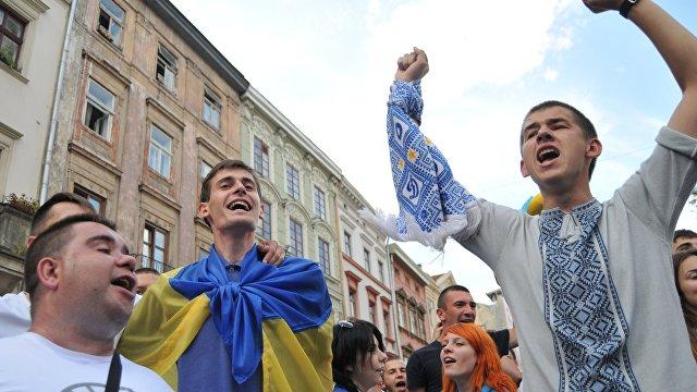 Обозреватель (Украина): украинских фанатов не пустили на матч Евро-2020 с флагом, на котором изображен Крым