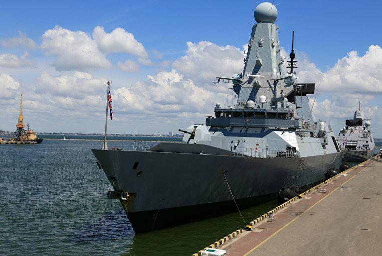 Британский эсминец Defender в порту Одессы, Украины
